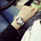 Montre Femme Cadrant cercle triangle